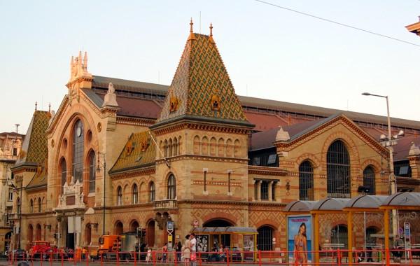 Budapest-vasarcsarnok-aussen.jpg