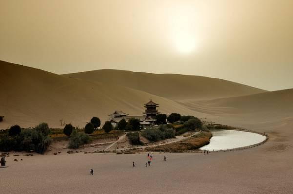 Crescent Lake China 8.jpg