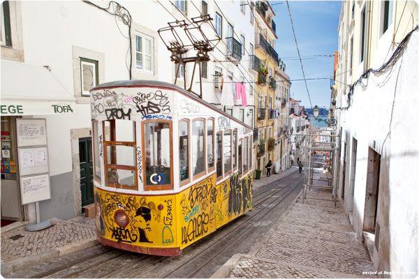 Lisbon_trams_9.jpg