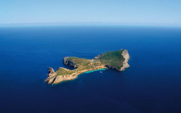 Tagomago_island_2493400k.jpg