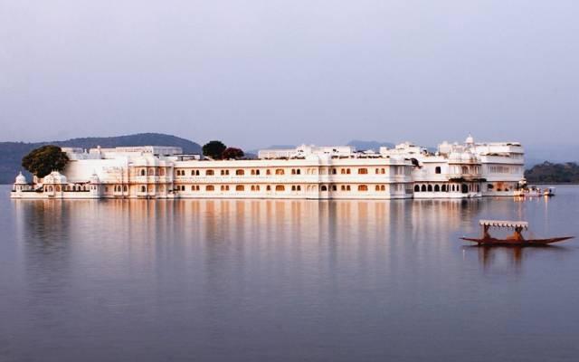 Taj_Lake_Palace_ex_2533325k.jpg