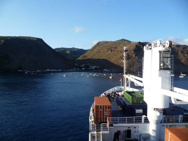 The RMS approaching St Helena.JPG