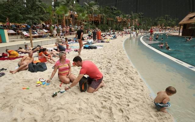 beach-sand_2486071k.jpg