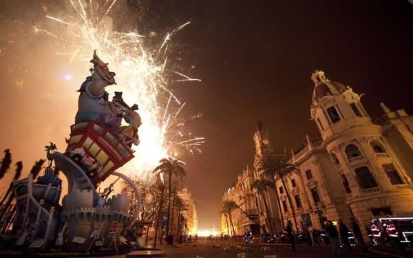 fallas-fireworks_2514604k.jpg