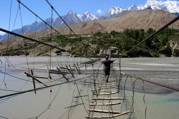 hussaini_hanging_bridge_06.jpg