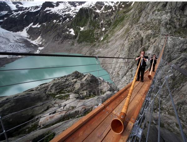trift-bridge-gadmen-schweiz-suisse-switzerland.jpg