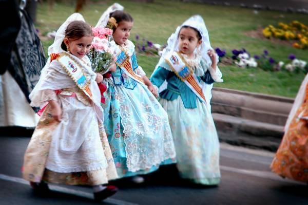 valencia-las-fallas-spain-parade-girls-full.jpg
