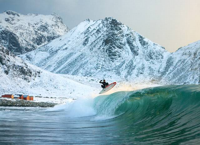 arctic-surfing-wave-530_1361365337.jpg_640x465