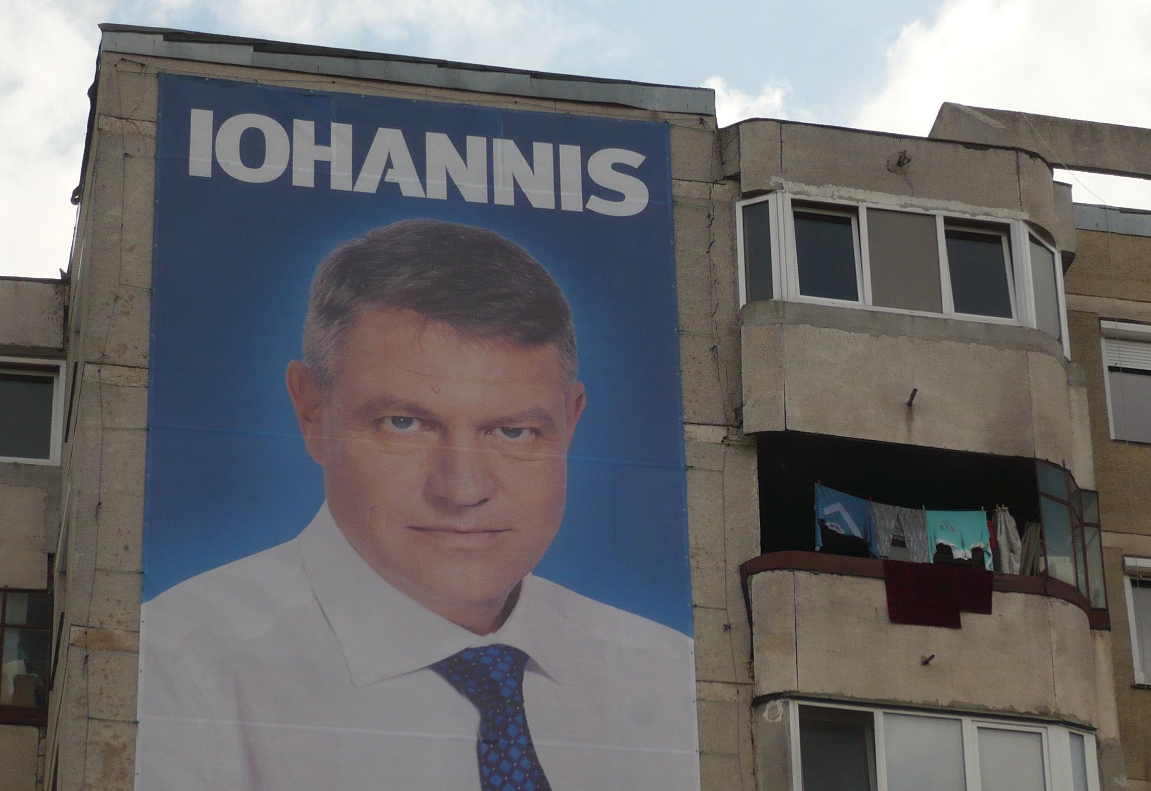 Még mindig Iohannis: nem a kiteregetett szennyessel, hanem egyenesen valami mosott rongyokkal. Nesze: változás.