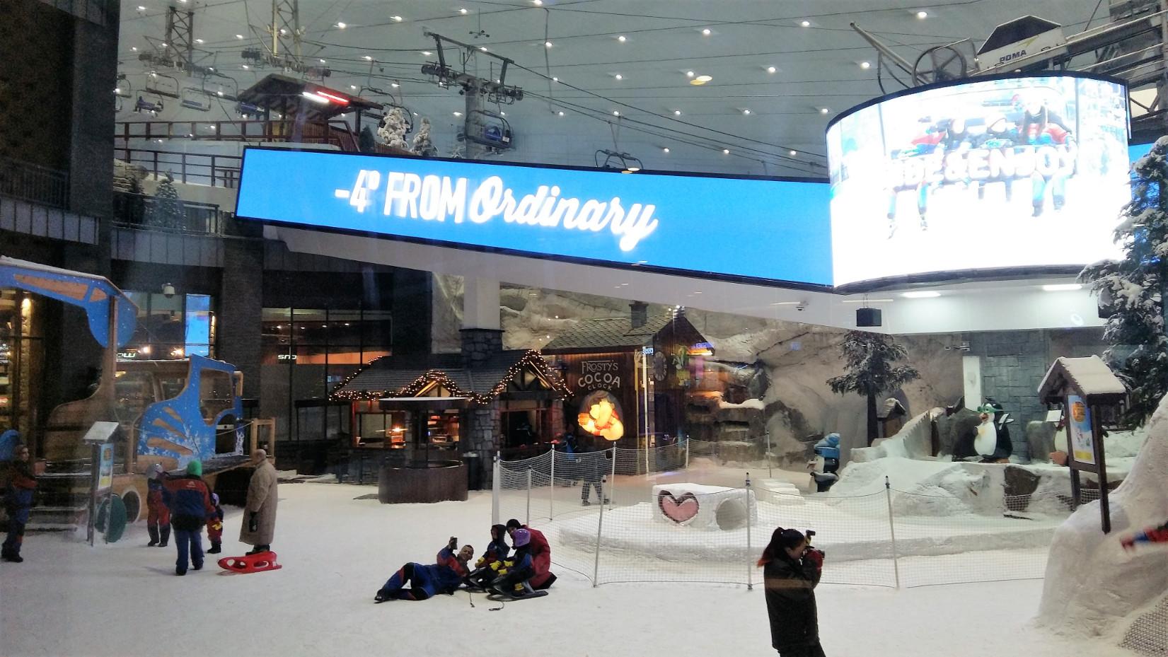 Mesterséges sípálya egy forró országban, a Mall of the Emiratesben