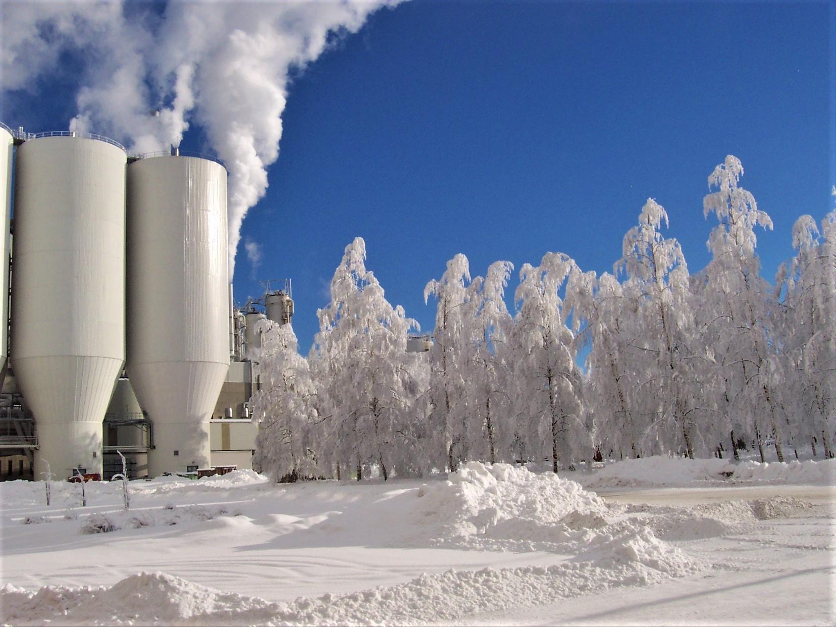 Egy gyár, és a fákra fagyott gőz, Vaasaban