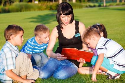 mom_reading_to_children.jpg