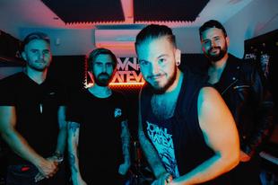Albumpremier: Down For Whatever - Zuhanás