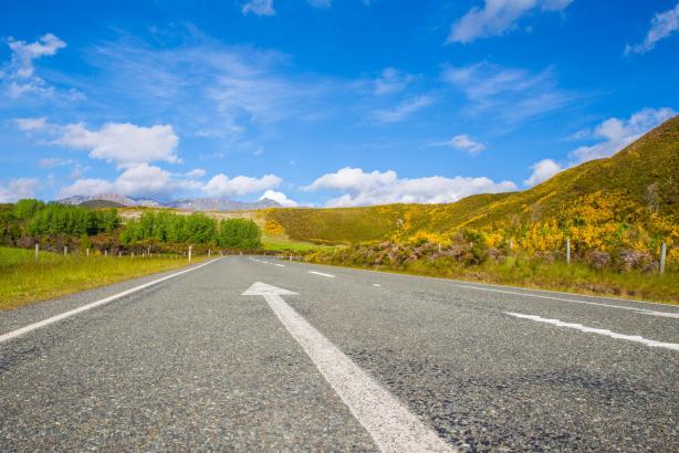arrow-asphalt-blue-sky-313415_1.jpg