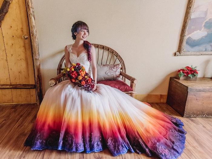 dip-dye-wedding-dress-trend-1-57cdba6b6f80e 700.jpg. Gyönyörű esküvői ruhák  következnek! 32bbff16cb