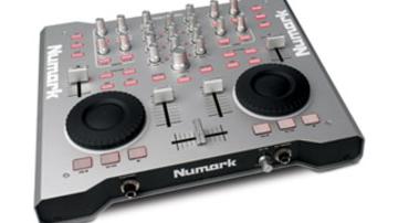 A Numark is megcsinálta a laptop-DJ mindentudó eszközét
