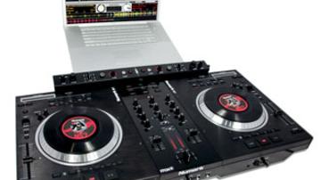 Motoros DJ-kontroller a Numarktól