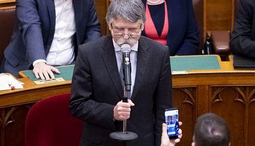 kover_parlament2018.jpg