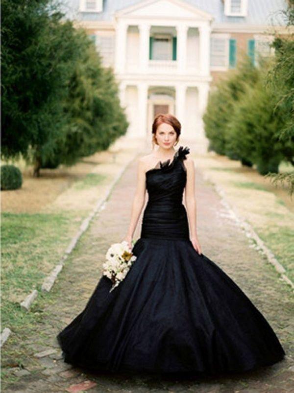 4aa7b3fcbb 15 különleges ruha azoknak, akik nem fehérben szeretnék kimondani az ...