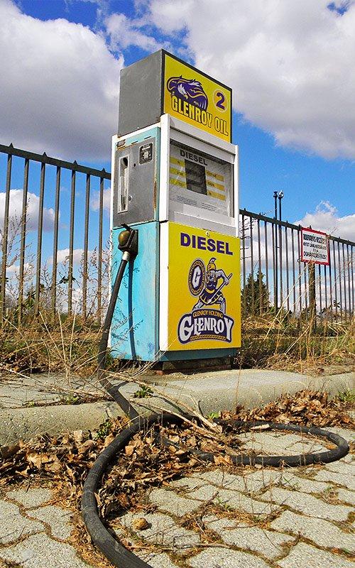 2012-04-02_elhagyott_benzinkut.jpg