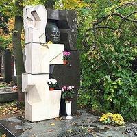 790. Hruscsov síremléke