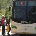 Netanyahu felfüggesztette a palesztinok ciszjordániai utazási tilalmát izraeli buszokon