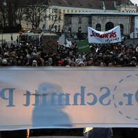 Két tüntetés