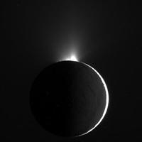 A nap képe: Az Enceladus vizében fürdött a Cassini űrszonda