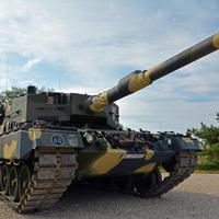 Hello Leo... Szent Kristóf napjára adták át a német Panzereket Tatán