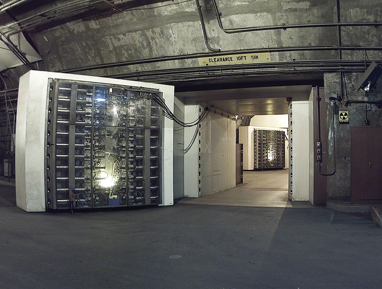 1280px-noradblast-doors.jpg