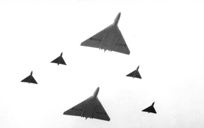 avro_707s_and_vulcans_farnborough_1953.jpg