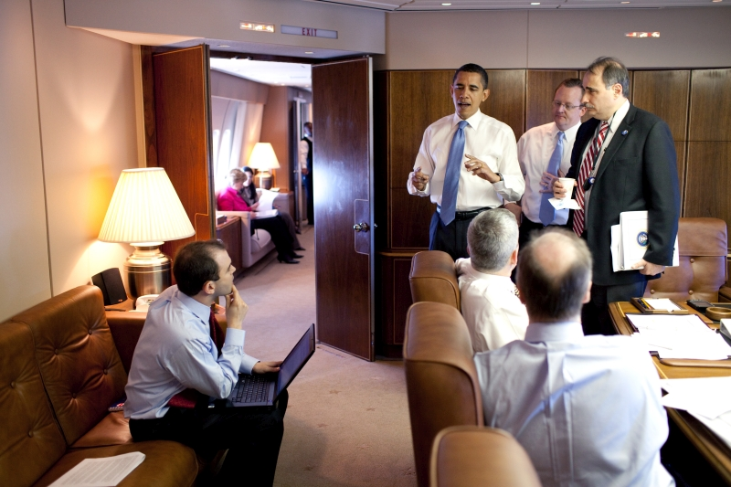 barack_obama_meets_his_staff_in_air_force_one_conference_room.jpg