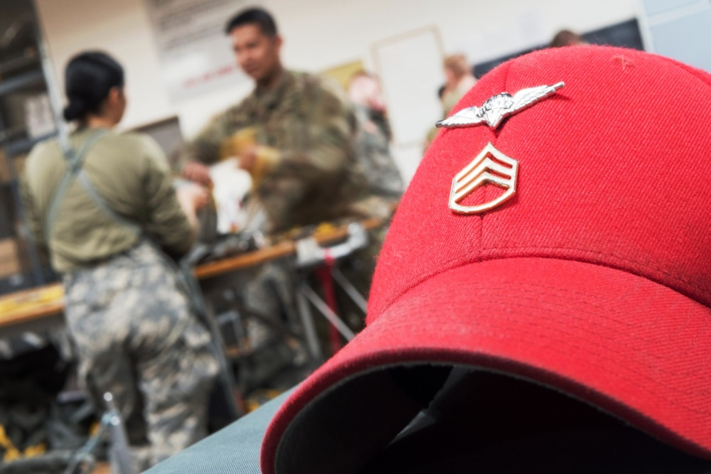 us_army_rigger_red_hat.jpg