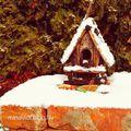 Ne felejtsétek etetni a madarakat: a frissen lehullott hó miatt nehezen jutnak táplálékhoz!