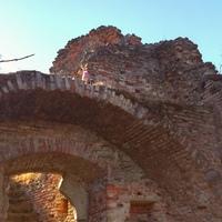 Egy elfeledett várrom a Balaton déli partján: Fejérkő vára
