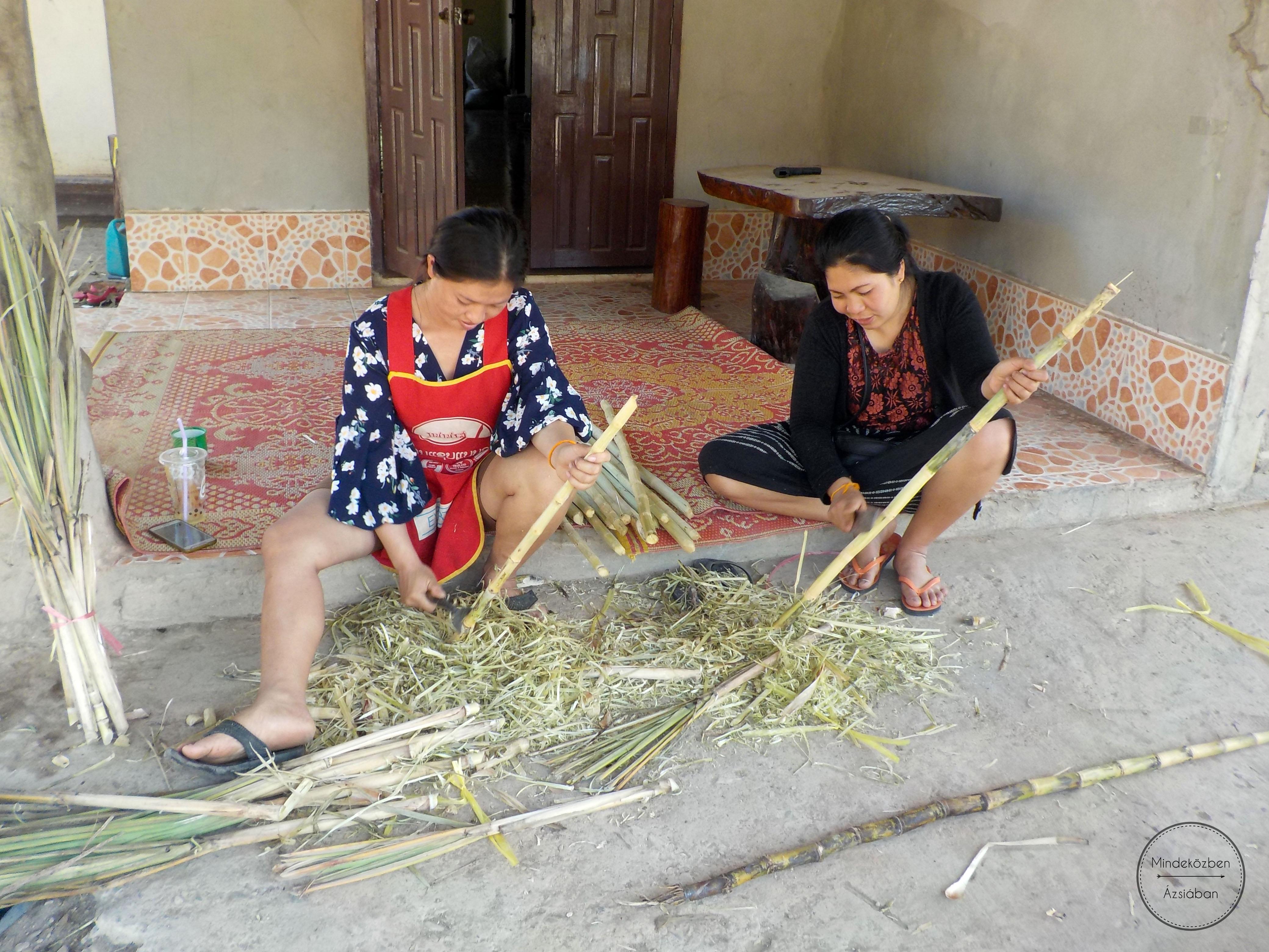 Cukornádlevet készitő helyi asszonyok.