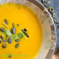 Narancsos chilis sütőtökleves 2- sült tökből