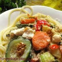 Sokzöldséges spagetti fetával