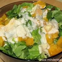 Fejes saláta naranccsal és fűszeres joghurttal
