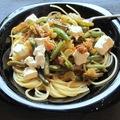 Zöldbabos fetás spagetti dióval