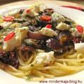 Cukkinis aszalt paradicsomos spagetti fetával