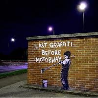 Banksy Londonban graffitizett