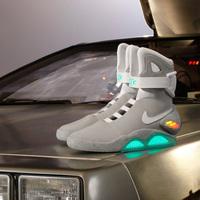 Itt a jövő: ünbefűző cipő