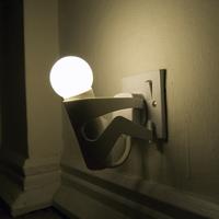 Az életéért küzdő lámpa
