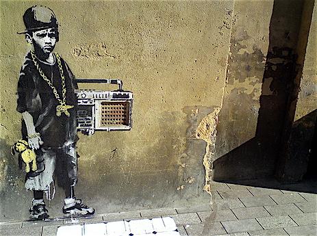 banksy 2009-es street art graffitije az utcán Londonban