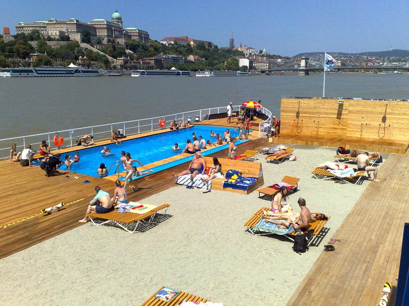 uszálystrand Budapest szívében a Dunán