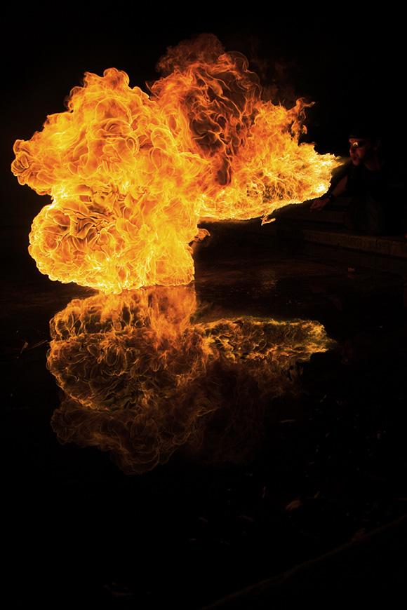 tűzfújás művészi fényképeken