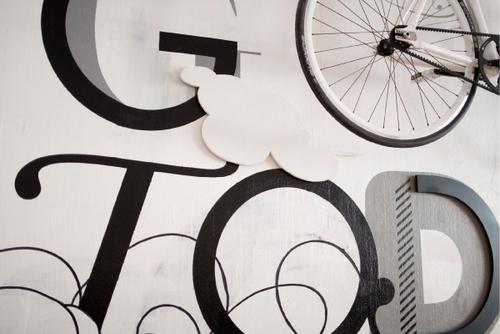 művészi biciklitároló