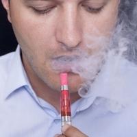 Az e-cigaretta dohányzásra buzdítja a tiniket