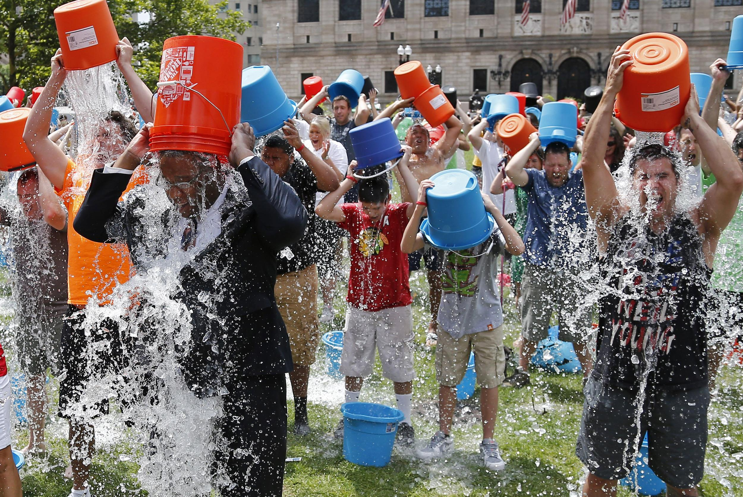 140811-boston-ice-bucket-challenge-1350_26906d39ac7ead702b45e5b7707b8dc6.jpg